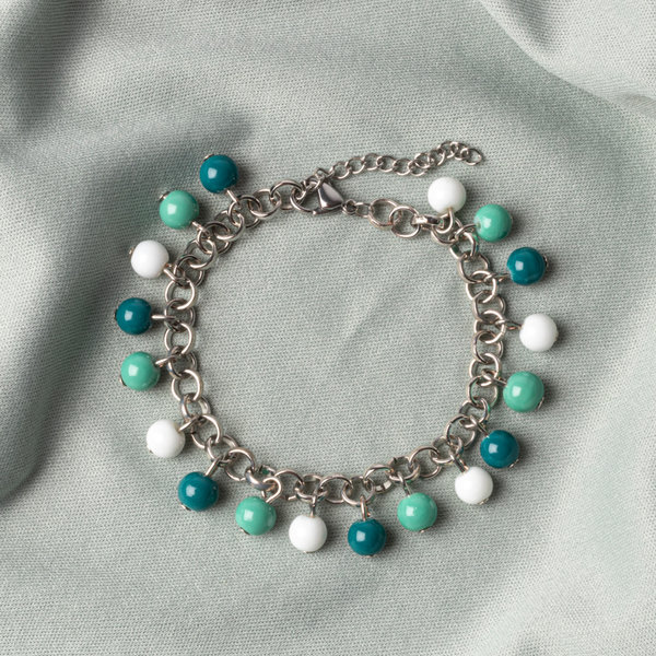 How To Make a Charm Bracelet with Glassbeads