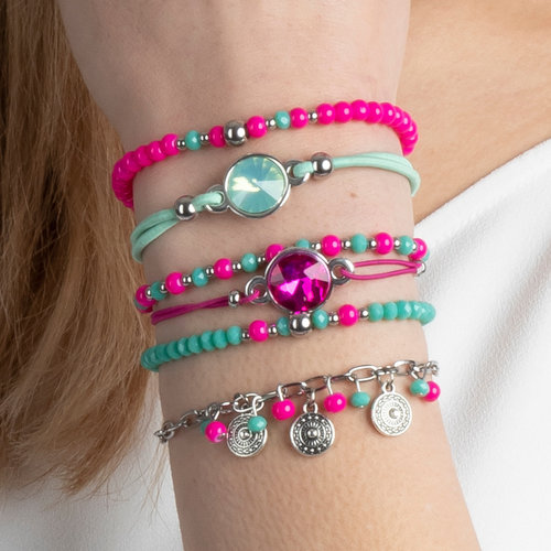Making Bracelets in Fuchsia Pink and Mint Green