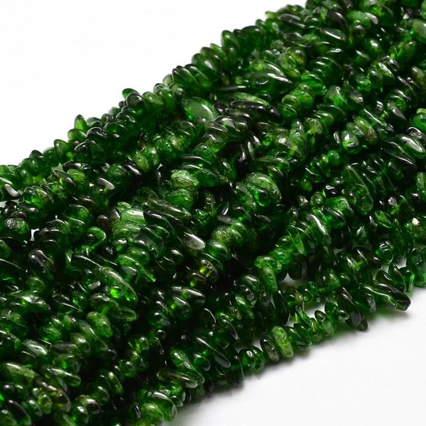 Natural Diopside Chips 2~6x4~10mm strand 39cm circa 200 pieces