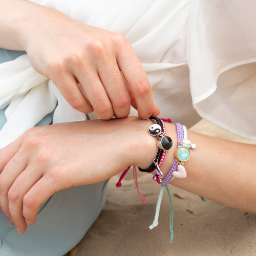 Macramé Armband met Bedeltjes in 2 Kleuren Variaties