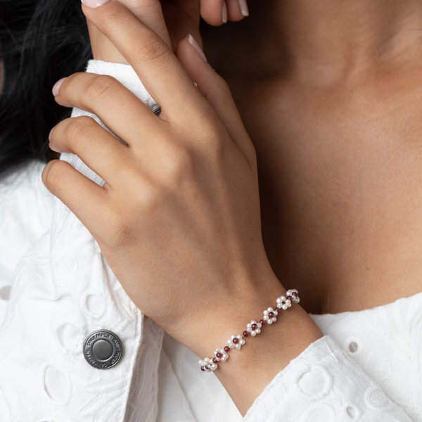 How to Make a Flower Bracelet with Fresh Water Pearls