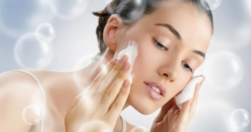 De reiniging van de huid