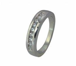 zilver ring met zirkonia's in rijzetting