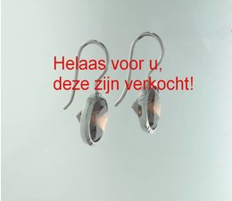 zilver oorhanger met rood/oranje achtige zirkonia