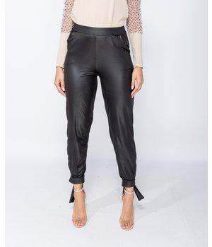 PARISIAN Wet Look binda upp Hem Tapered Trousers - kvinnor - Svart