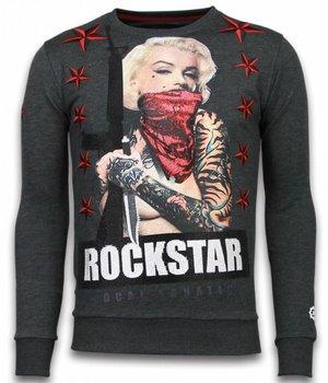 Local Fanatic Marilyn Rockstar - Strass Sweater - Steinkohle