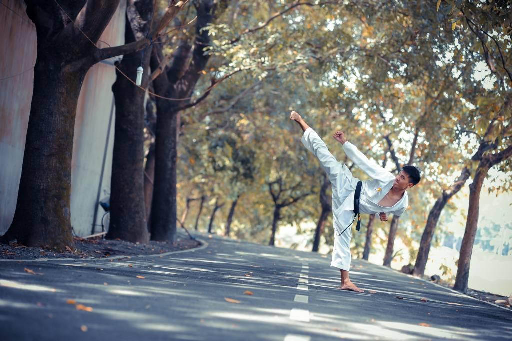 Wie starb der Kampfkünstler Bruce Lee?
