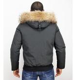 Enos Jacke mit Fellkragen - Kurze Winterjacke Herren - Großer Pelzkragen - Schwarz