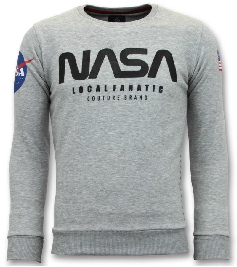 Local Fanatic Exklusive Sweater Herren - Nasa American Flag - Grau
