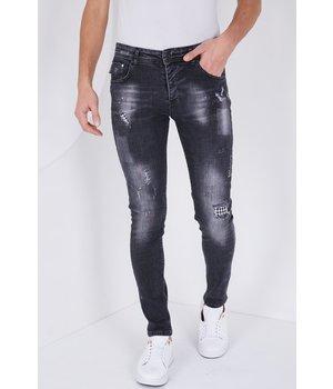 True Rise Jeans Mit Bunten Patches -5501D- Schwarz
