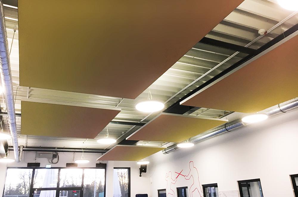 Schallschutz für große Räume: Deckensegel für Sportverein in mehreren Kursräumen in Sonnengelb