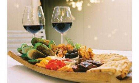 Wat eten we bij de wijn? Of:Wat voor wijn drinken we bij het eten?