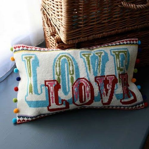 Granny Knits DIY borduur kussen Love