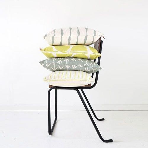Grafische kleurrijke kussens, dekens en plaids
