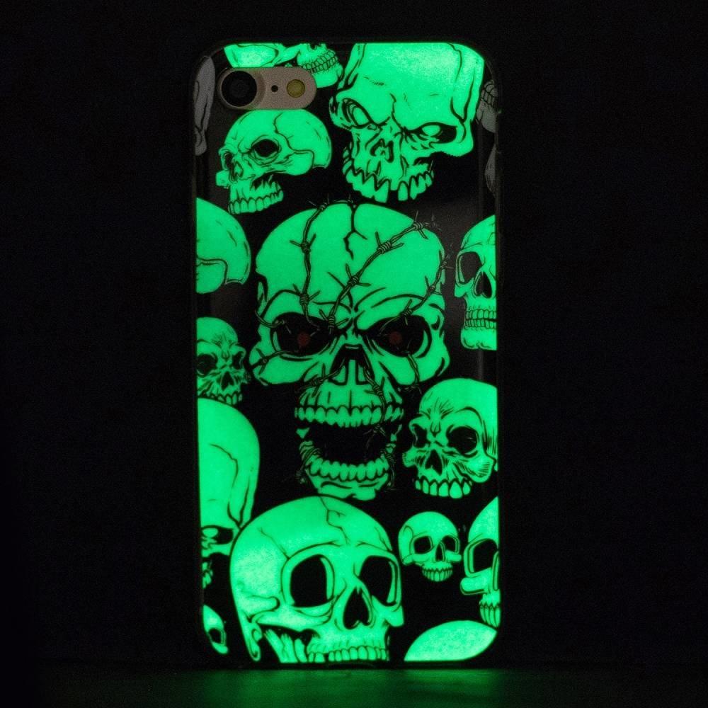 Glow in the dark skulls. Iphone 7 flexibel hoesje
