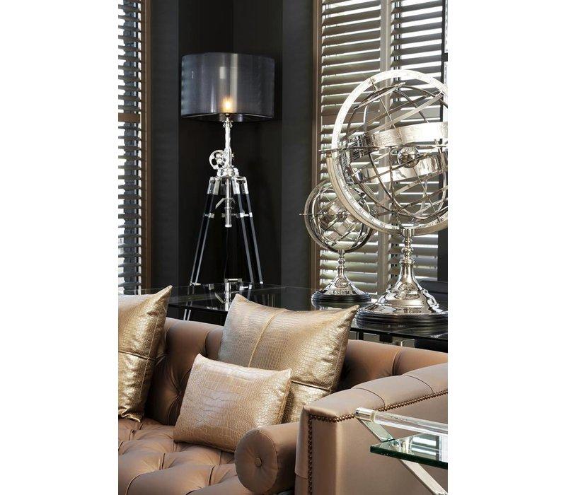 The decorative 'Globe', size L, is 52 cm tall.