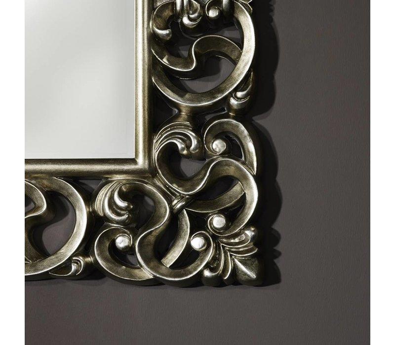 'Baroque' ist ein schöner klassischer Spiegel von 101 x 130 cm in Silberrahmen