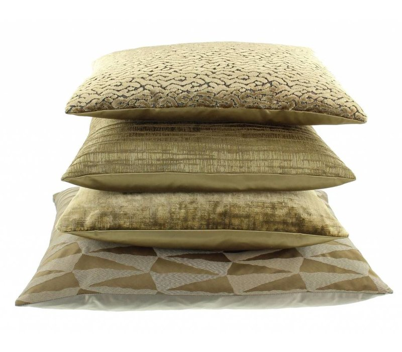 Cushion Brunella in color Gold