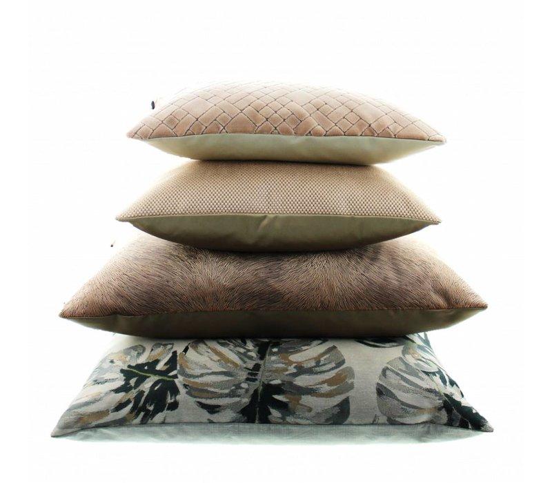Cushion Kaiden Nude