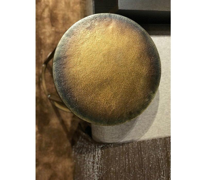 Runder Beistelltisch in der Farbe Blue Gold