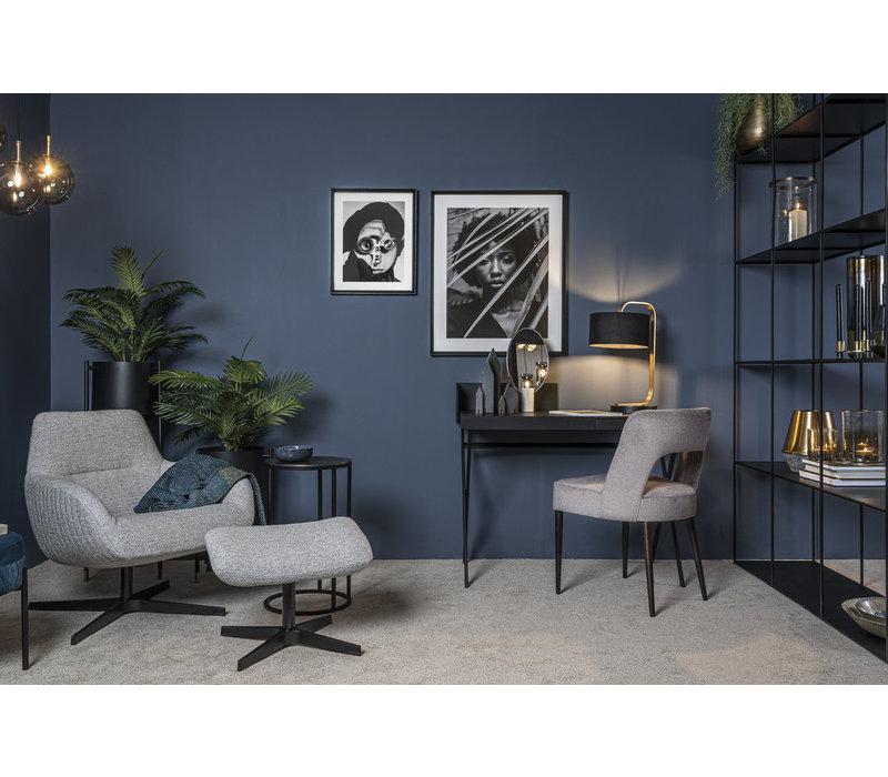 """Tafellamp """"Gold with Black Shade'' heeft een elegant design"""