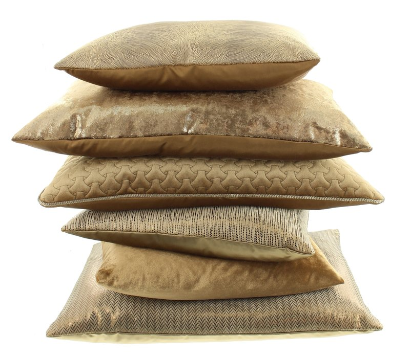 Cushion Ferro Gold