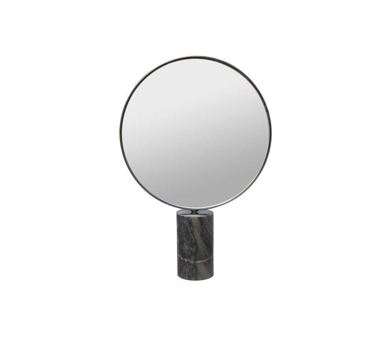 Make up spiegel rond op een voet van grijs marmer