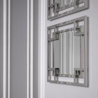 Quadratischer Spiegel 'Morris' aus hochglanz polierter Stahl 90x 90x D. 5cm