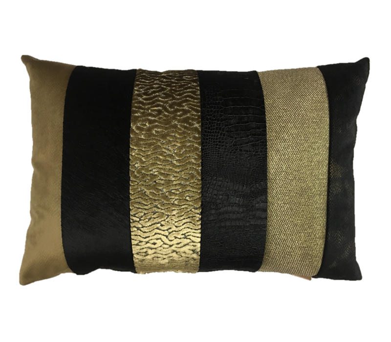 Cushion Kim in color Black/Gold
