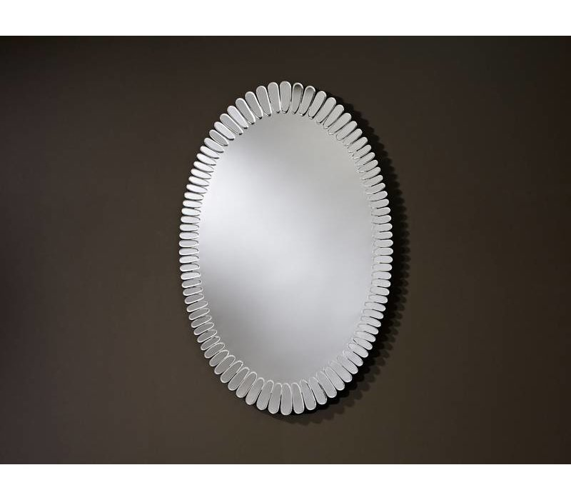 Oval shaped Design mirror 'Bloom'