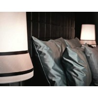 Design tafellamp 'Audrey' gedecoreerd met accenten van zijde