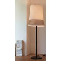 Design Stehlampe 'Audrey' dekoriert mit Seide Akzenten.