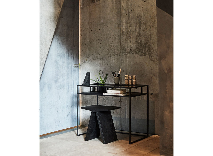 Bureau 'Denver'  met een frame van ijzer en een rookglazen tafelblad