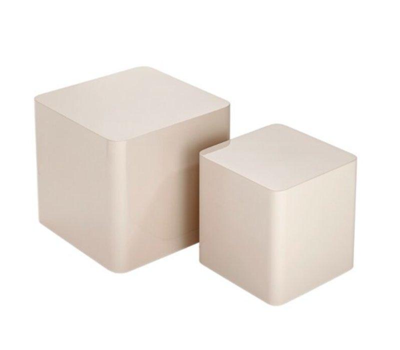 Bijzettafels vierkant hoogglans gelakt, set bestaat uit 2 verschillende maten.