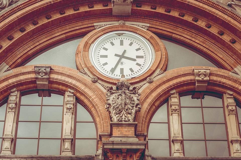 Stationsklok kopen in moderne, klassieke of landelijke stijl