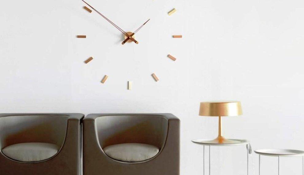 Wall clocks in interior decor