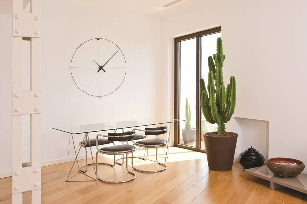 Large wall clocks in the interior
