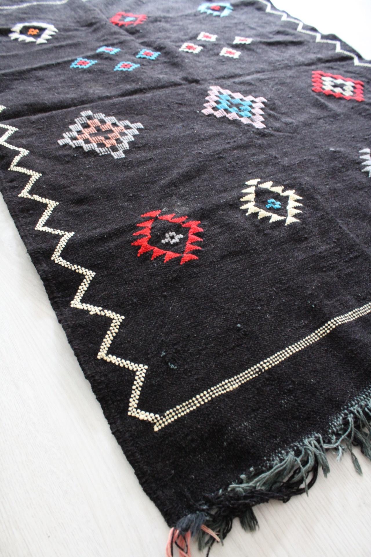 Riadlifestyle Black Sabra rug