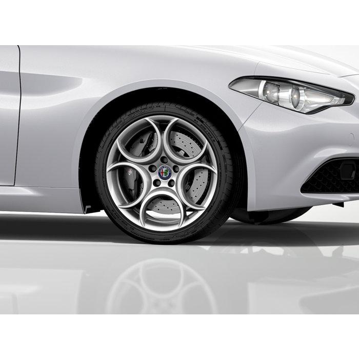 """WINTER ACTIE! 18"""" Giulia 8C velgen inclusief winterbanden. Type: 8C design zilver"""
