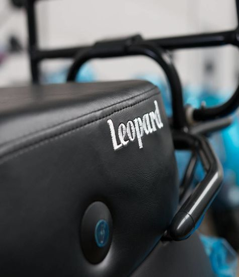 Leopard Scooter bagagerek zwart