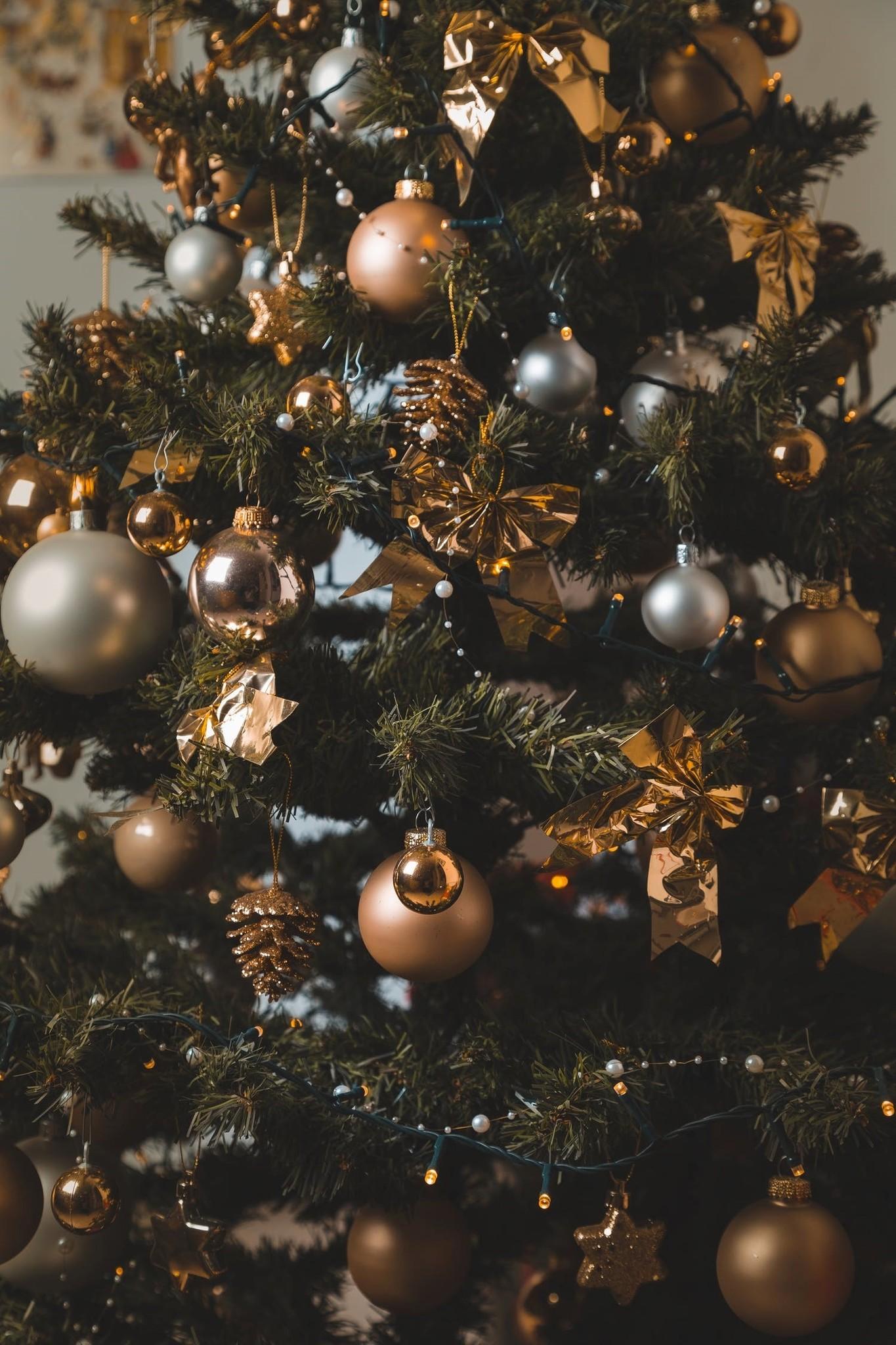Kerstboom opgetuigd met of zonder twist?