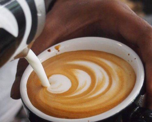 SERVIR LE THE ET LE CAFE