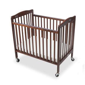 M & T  Lit bébé pliable en bois  acajou