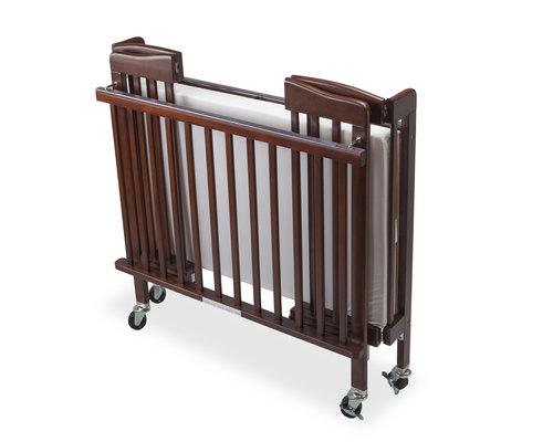 M & T  Babybed opvouwbaar mahonie houten uitvoering