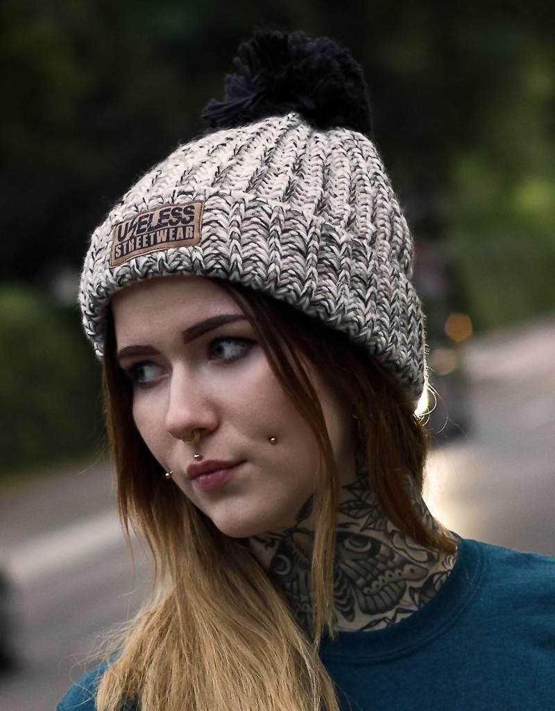 Useless Streetwear - Strickbeanie oat meliert mit Patch