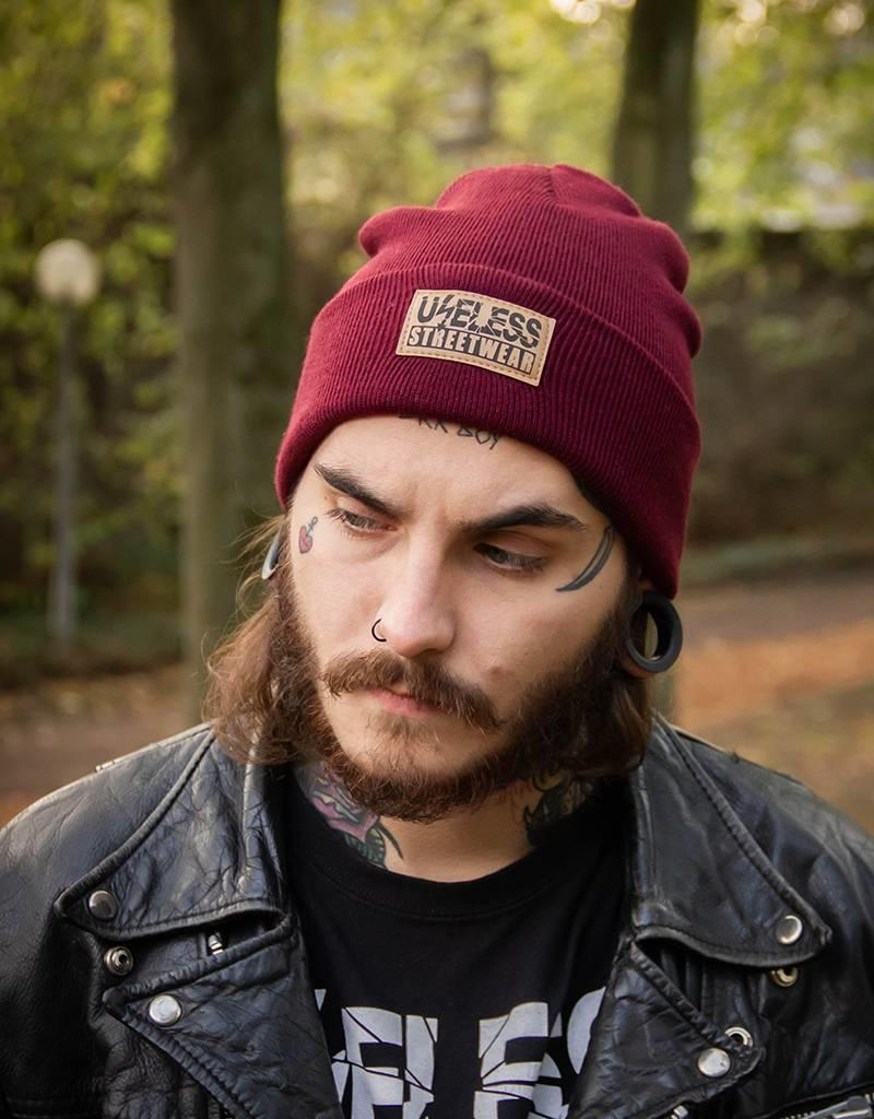 Useless Streetwear Beanie, burgundy mit Patch