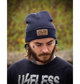 Useless Streetwear Beanie, navy mit Patch