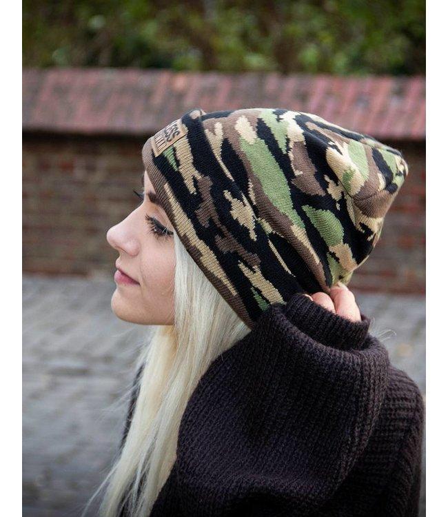 Streetwear Beanie, Woodland Camo mit Patch