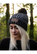 Useless Streetwear - Strickbeanie schwarz meliert mit Patch