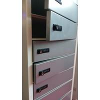 thumb-Vrijstaande locker, per vak één 220V en twee USB aansluitingen. Vakken afzonderlijk afsluitbaar met codeslot-1